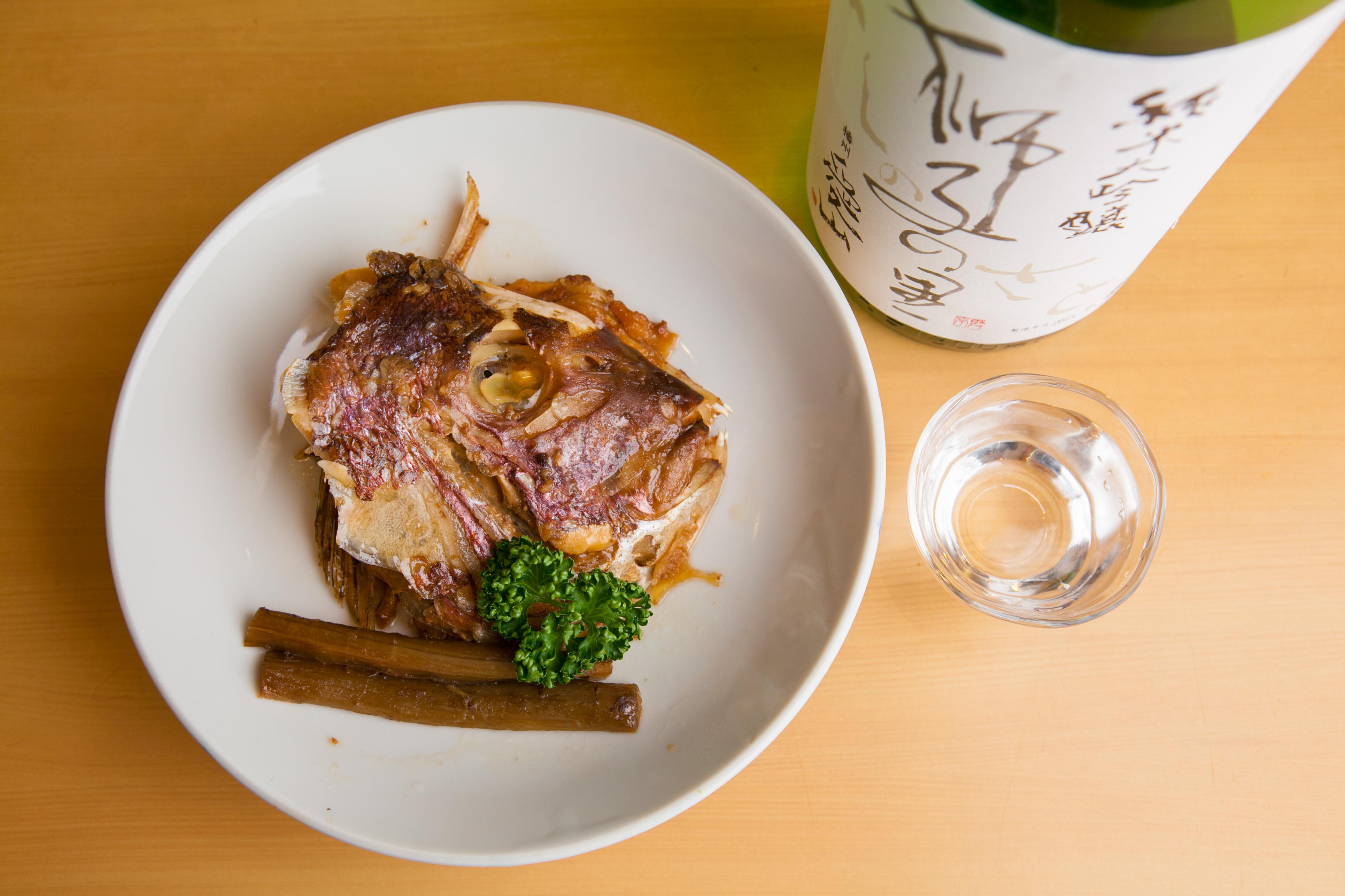 大阪・西中島南方駅の老舗寿司屋「やぐら寿し」で、寿司と一品料理を味わい尽くす!