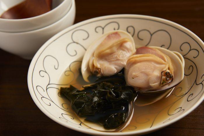 仙台市青葉区の居酒屋「酒趣(しゅしゅ)」。日本酒と和食のハーモニーが楽しめるゆったりとしたお店