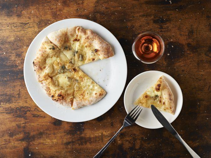 東京・国分寺にあるイタリアンバル「伊太利亜酒場CHULU亭」でこだわりの窯焼きピザを味わう!