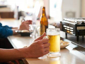 秋田市中通・秋田駅近くにある「魚一家(ウオッカ)」。昼飲みにも便利な大衆居酒屋をご紹介!