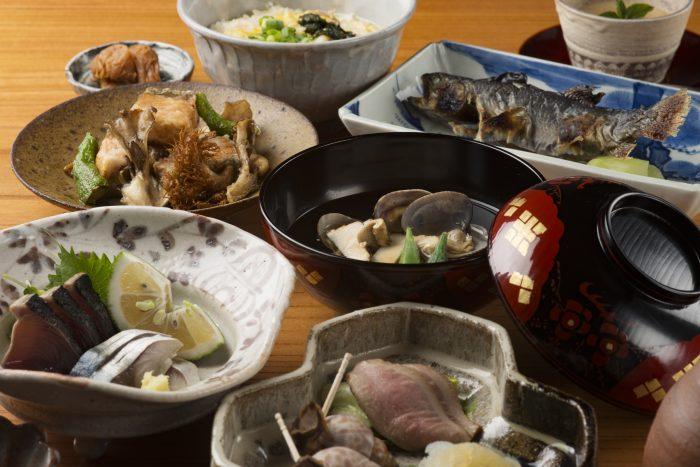 長野・善光寺駅近くにある「山帰来 つた弥」さんのクチコミレポート。閑静な住宅街で楽しむ美味しい和食が人気のお店