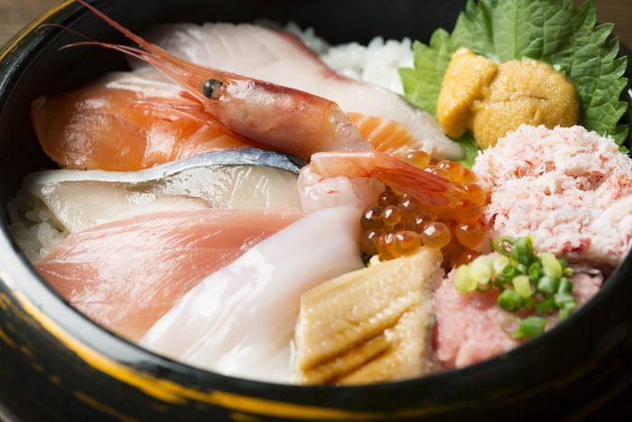 金沢市・近江町市場内にある「近江町食堂」さんのクチコミレポート。居酒屋使いもできると人気の食堂