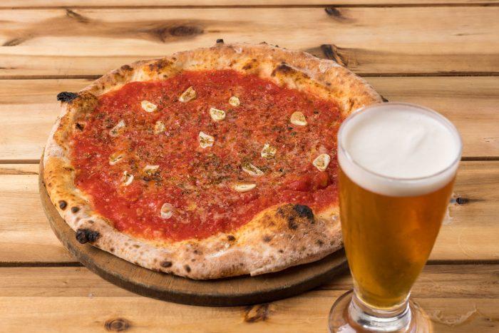 加古川市内・加古川駅周辺にある「pizza bar PEEPS(ピザ バル ピープス)」さんのクチコミレポート。スイーツも楽しめるランチタイムからディナータイムまで魅力満載のイタリアン