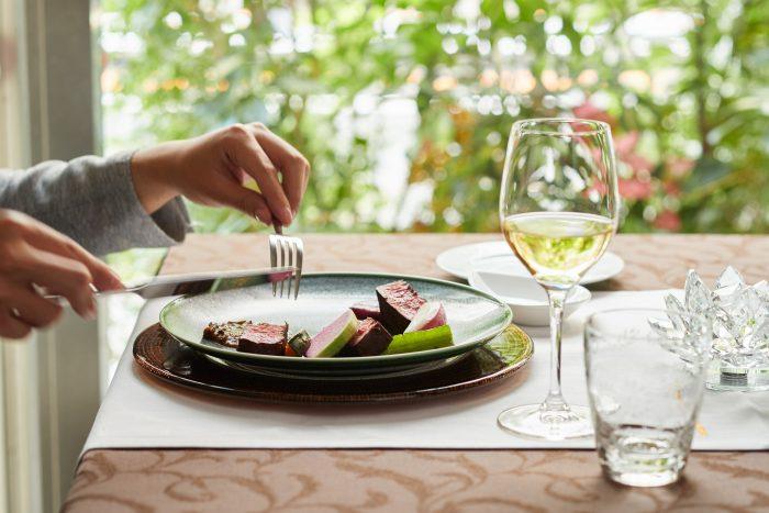 横浜市・馬車お道駅の近くにある「Le Salon de Légumes(ル サロン ド レギューム)」さんのクチコミレポート。旬の食材を使った季節のコースが自慢のフレンチ