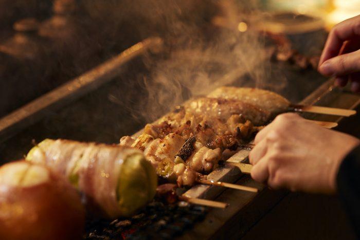 吉祥寺・吉祥寺駅近くにある「おっちゃんの台所」さんのクチコミレポート。炭火焼きとリーズナブルなお酒が人気の居酒屋