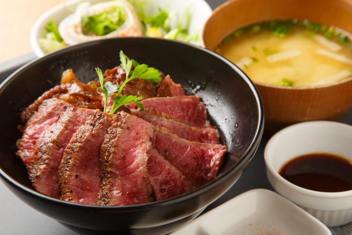 福岡市・箱崎駅近くにある「肉バル ノダニク(ニクバル ノダニク)」さんのクチコミレポート。フレッシュで美味しいステーキが人気の肉バル