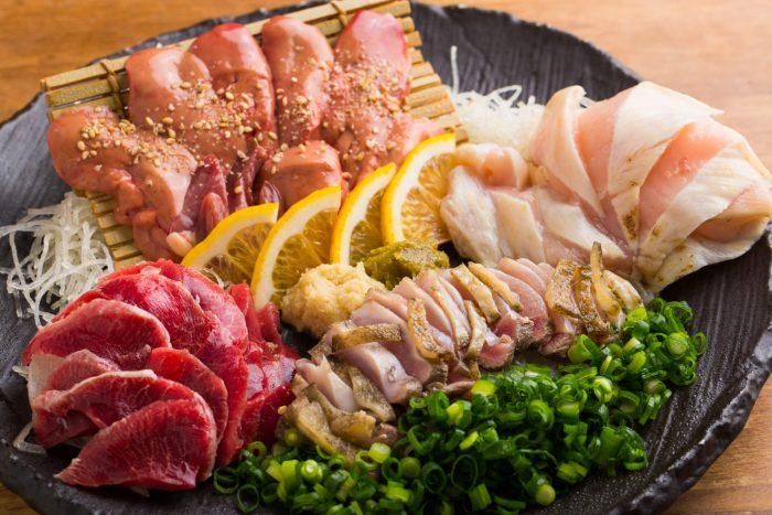 福岡・博多、呉服町駅前にある居酒屋「炭焼旬菜 鶏永(すみやきしゅんさい とりなが)」さんのクチコミレポート。一人飲みから宴会まで!多彩な鶏料理と九州名物料理で気ままに一献