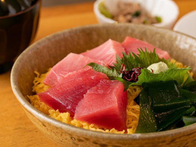 大阪市内・難波駅周辺にある「海鮮旬菜 うお佐(かいせんしゅんさい うおさ)」さんのクチコミレポート。昼でも夜でも楽しめる和食居酒屋
