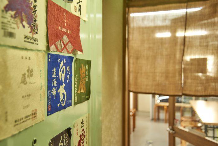 町田市で日本酒とおいしいおつまみが楽しめるお店、日本酒居酒屋「日本酒ラボ」。約80種類の地酒とビールが飲み放題?!