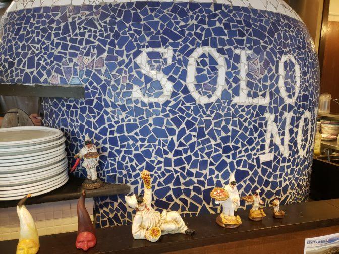 東京都目黒区・都立大学周辺にある「SOLO NOI sul nuje(ソロノイスルヌジェ)」さんの口コミレポート。ナポリピッツァ認定職人(APN協会)が焼き上げるピッツァと新鮮魚介を使ったイタリアンが人気のお店。