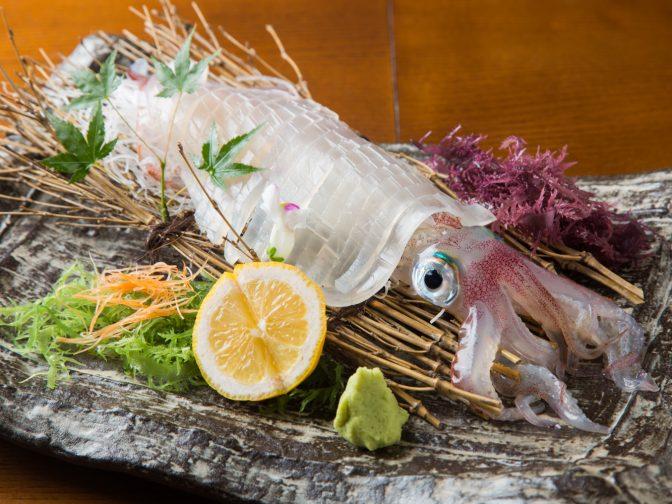福岡市内・天神南駅周辺にある「博多 よし魚 渡辺通店(はかた よしうお わたなべどおりてん)」さんのクチコミレポート。観光・出張の際のお食事にもおすすめ!鮮魚店直営の居酒屋