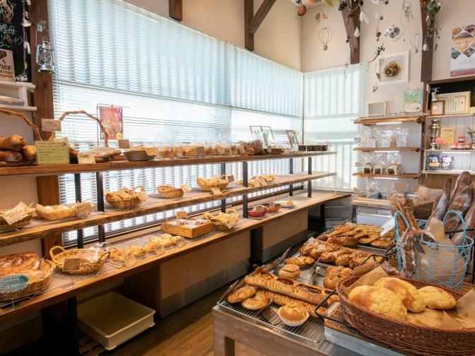 神戸市内・西神南駅周辺にあるパン屋「天然酵母パン 野の舎(ののや)」さんのクチコミレポート。自家製天然酵母を使用したスローブレッドが人気のお店