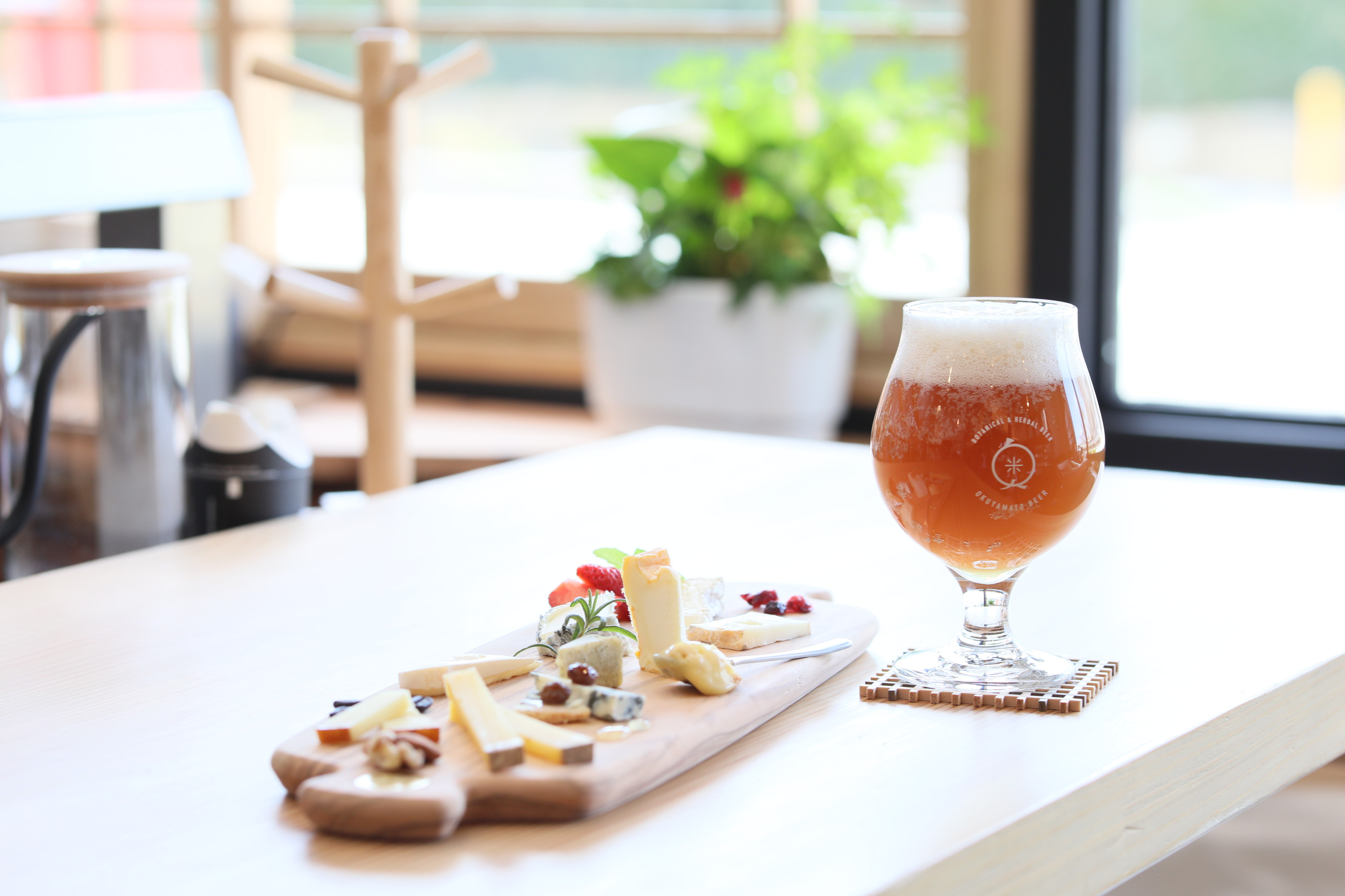 奈良市内・新大宮駅周辺、奈良市役所近くにある酒屋「農と発酵Zen(のうとはっこうぜん)」さんのクチコミレポート。角打ちコーナーあり!カフェ利用もOK!
