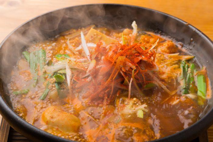 今泉・天神の居酒屋 博多一門 もつ炊き餃子と炭焼き料理(はかたいちもん)で福岡の新名物をぜひ!